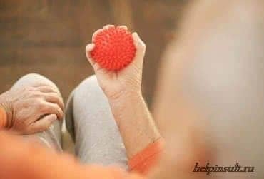 Разработка подвижности рук и пальцев при инсульте