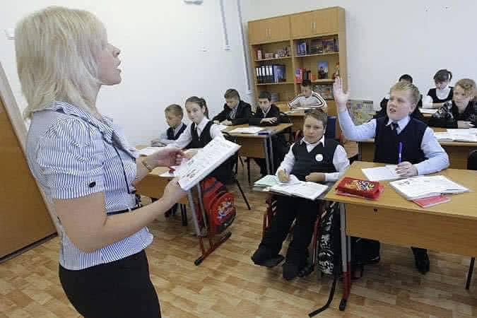 Где лучше учиться ребенку инвалиду-в школе или на дому