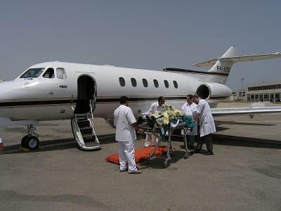 Авиаперевозка лежачих людей