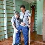 Фото-4-Александр-Александрович-спустя-пару-месяцев-после-инсульта-учится-ходить-по-ступенткам
