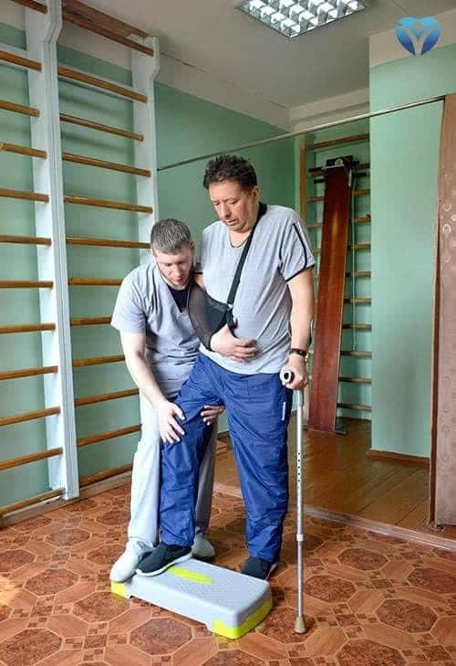 Учиться стоять после инсульта