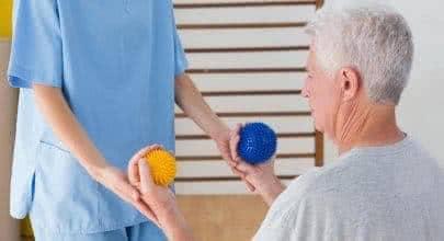 Гимнастика при инсульте с мячем